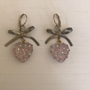 Heart earrings with bow